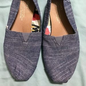 Heathered Toms size 5.5 (Fits size 6 foot)
